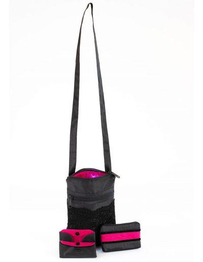 Umhängetasche schwarz mit pinkfarbenen Futter