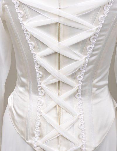Brautklein Korsage gebunden mit Seidenbändern
